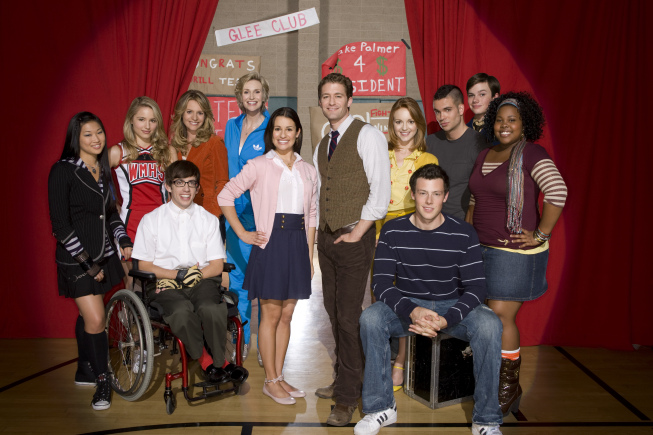 Cast of Glee from wordpress.com