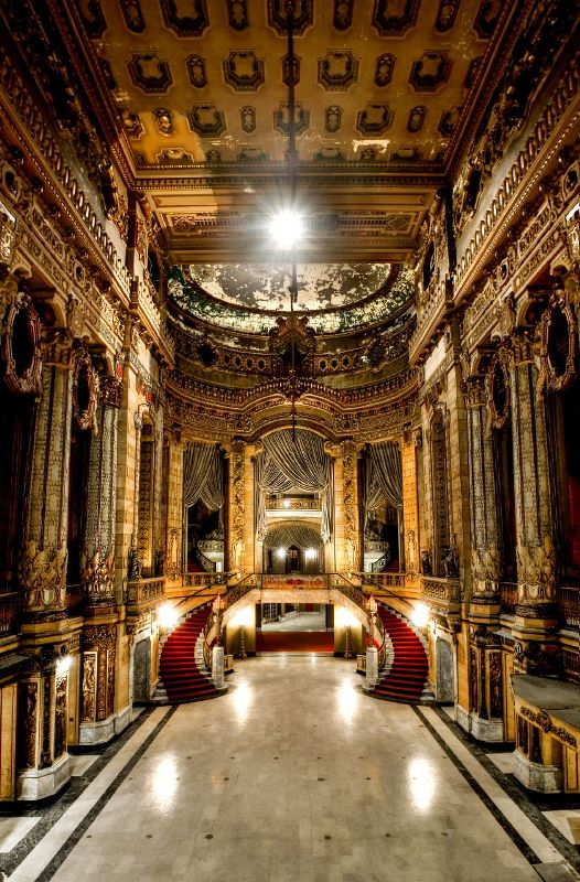 Whatever happened to the Uptown Theater? : chicago