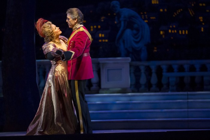 10.-Renée-Fleming_Thomas-Hampson_THE-MERRY-WIDOW_LYR151111_544_c.Todd-Rosenberg-700x467